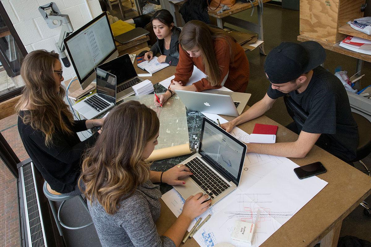 Sara Russomanno, McKenzie Rist, Yushan Du, Elizabeth Sinyard and Rosvel Bracho discuss their Vortex project.