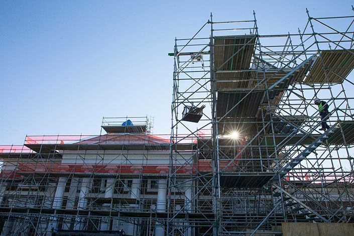 Scaffolding Update New Roof Slated For Old Cabell Hall