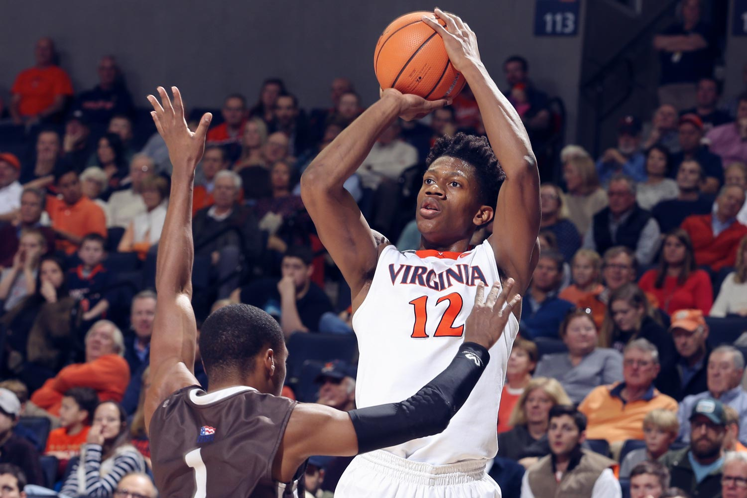 Some NBA observers thought De'Andre Hunter might be worthy of a first-round pick in this year's NBA draft, but he opted to stay at UVA for at least another season.