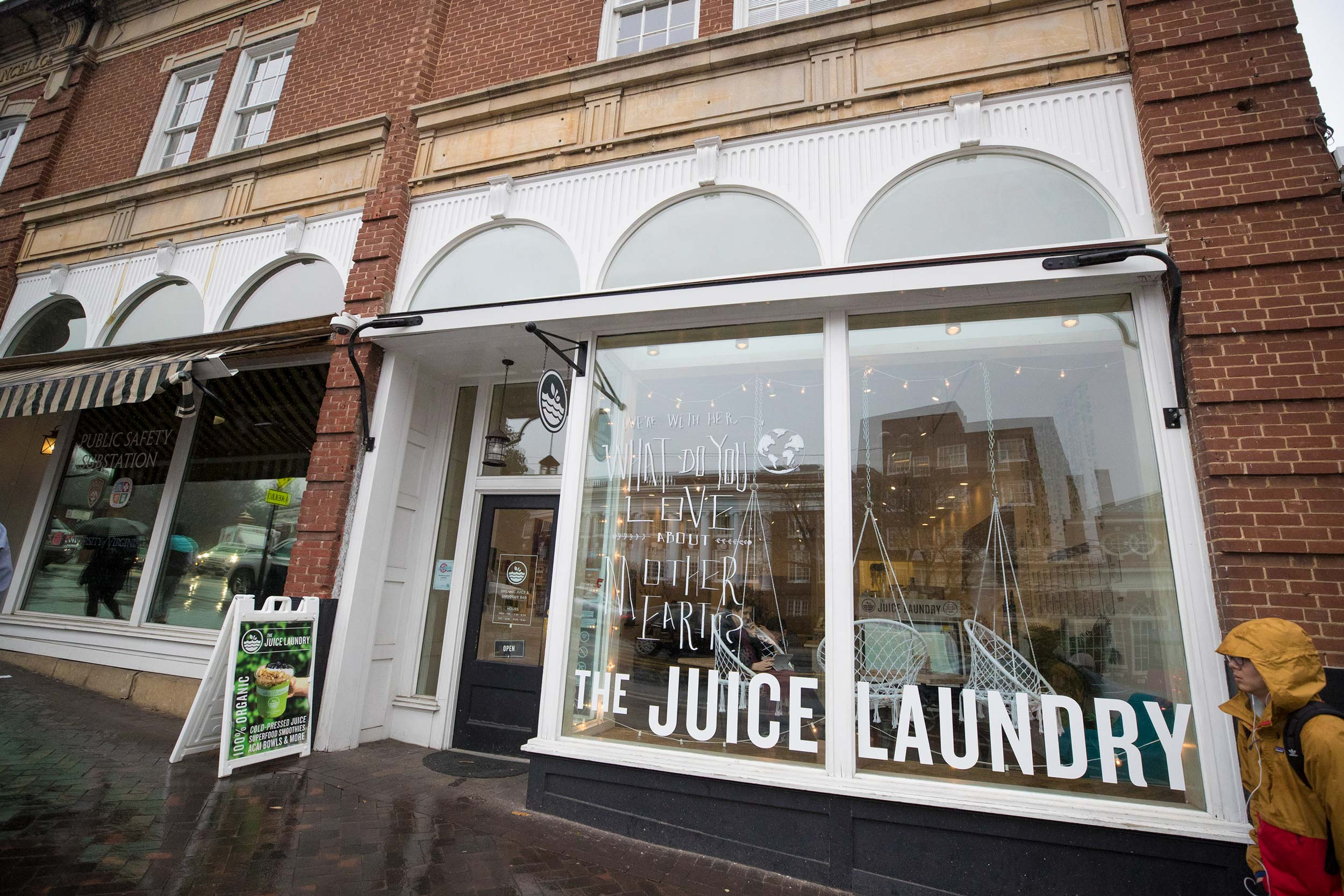 Business students are partnering with The Juice Laundry on the Corner to see how what they learn in class plays out in a small business setting.