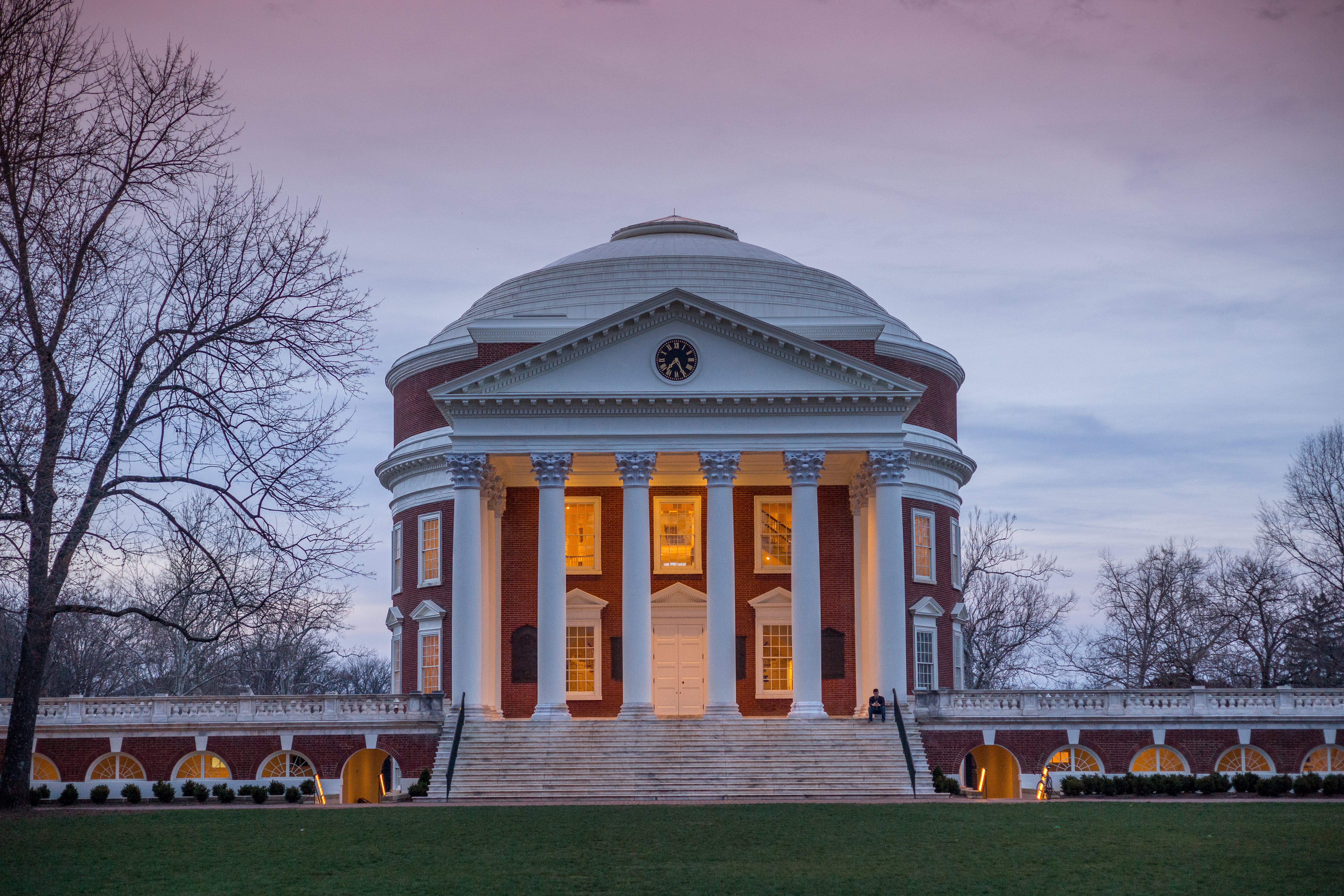 Picture of Rotunda at dusk