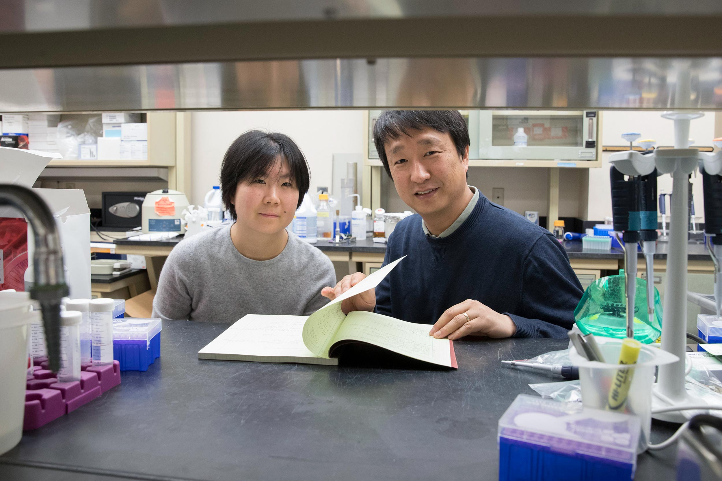 Postdoctoral researcher Ting-Ting Du, left, led the research in the lab of neuroscientist Jung-Bum Shin, right, that explores the role of the inner ear's cuticular plate in hearing loss.