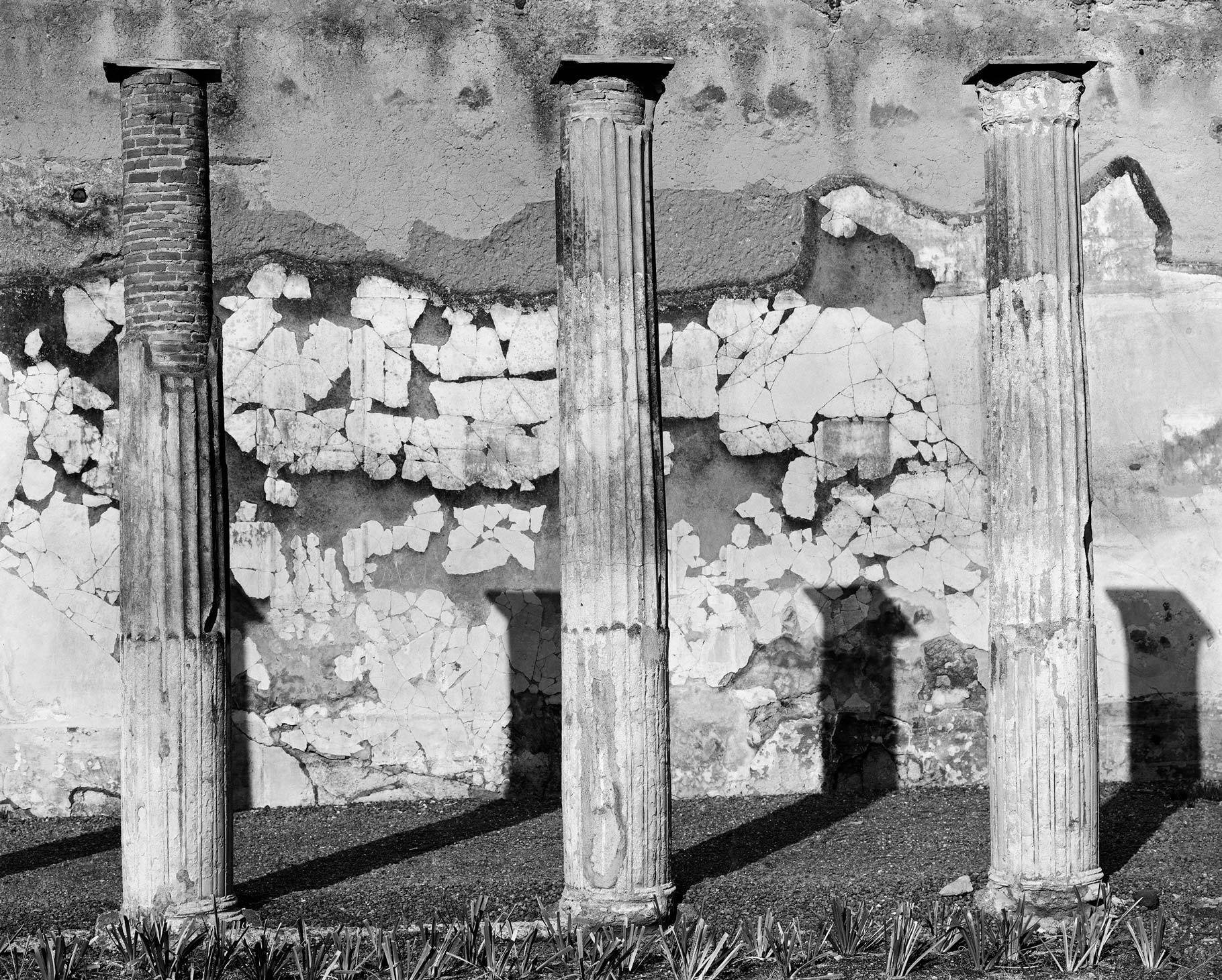 Edge of peristyle (Pompeian building), 2013
