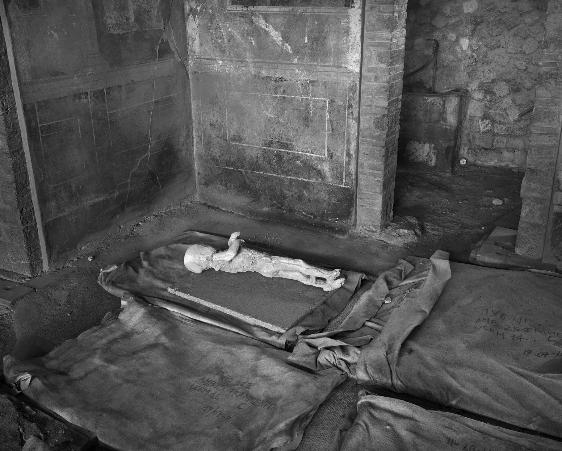 Body cast of a child, part of a family of four who died under the staircase, House of the Golden Bracelet (VI.17.42), 2017