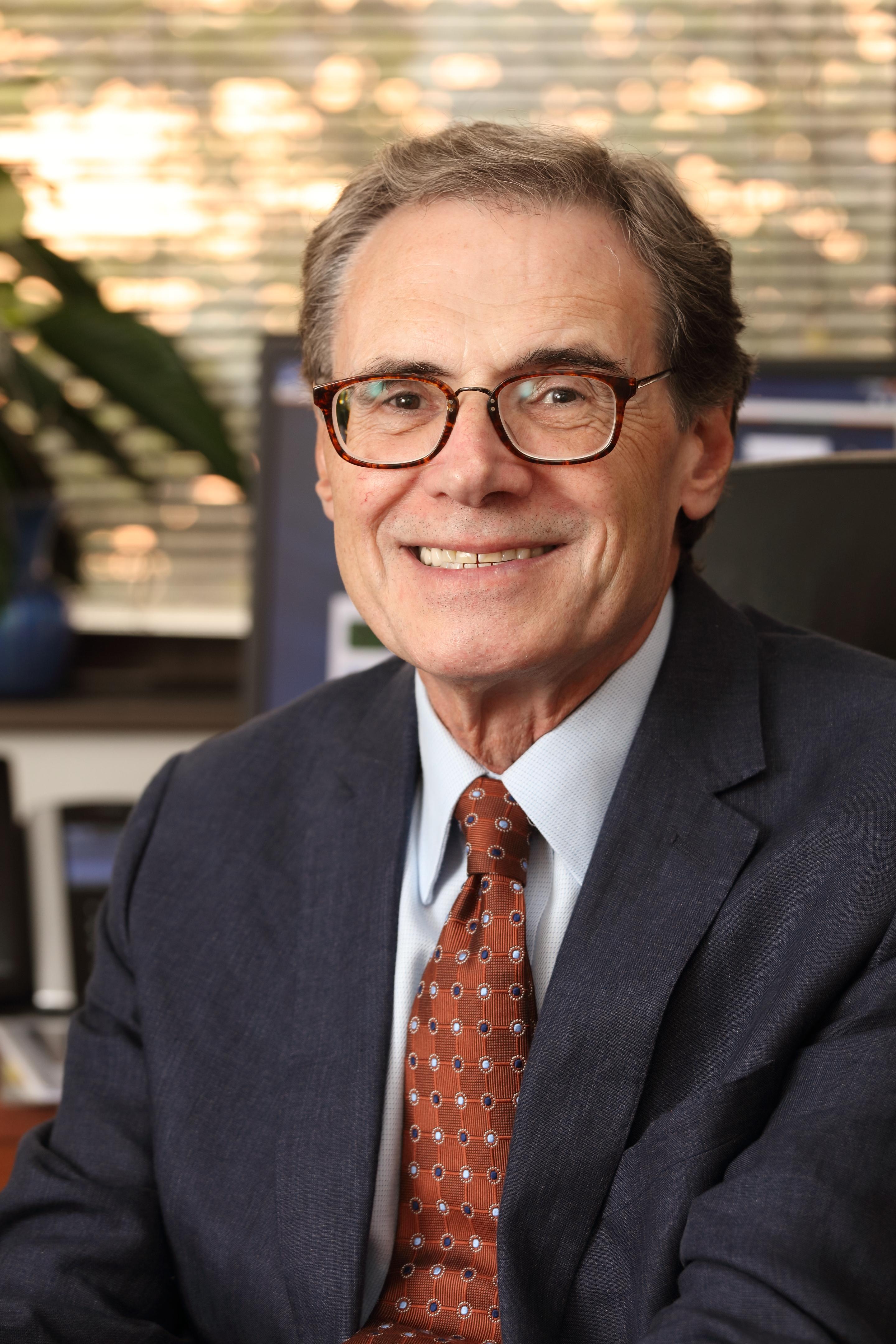 Dr. R. Ariel Gomez