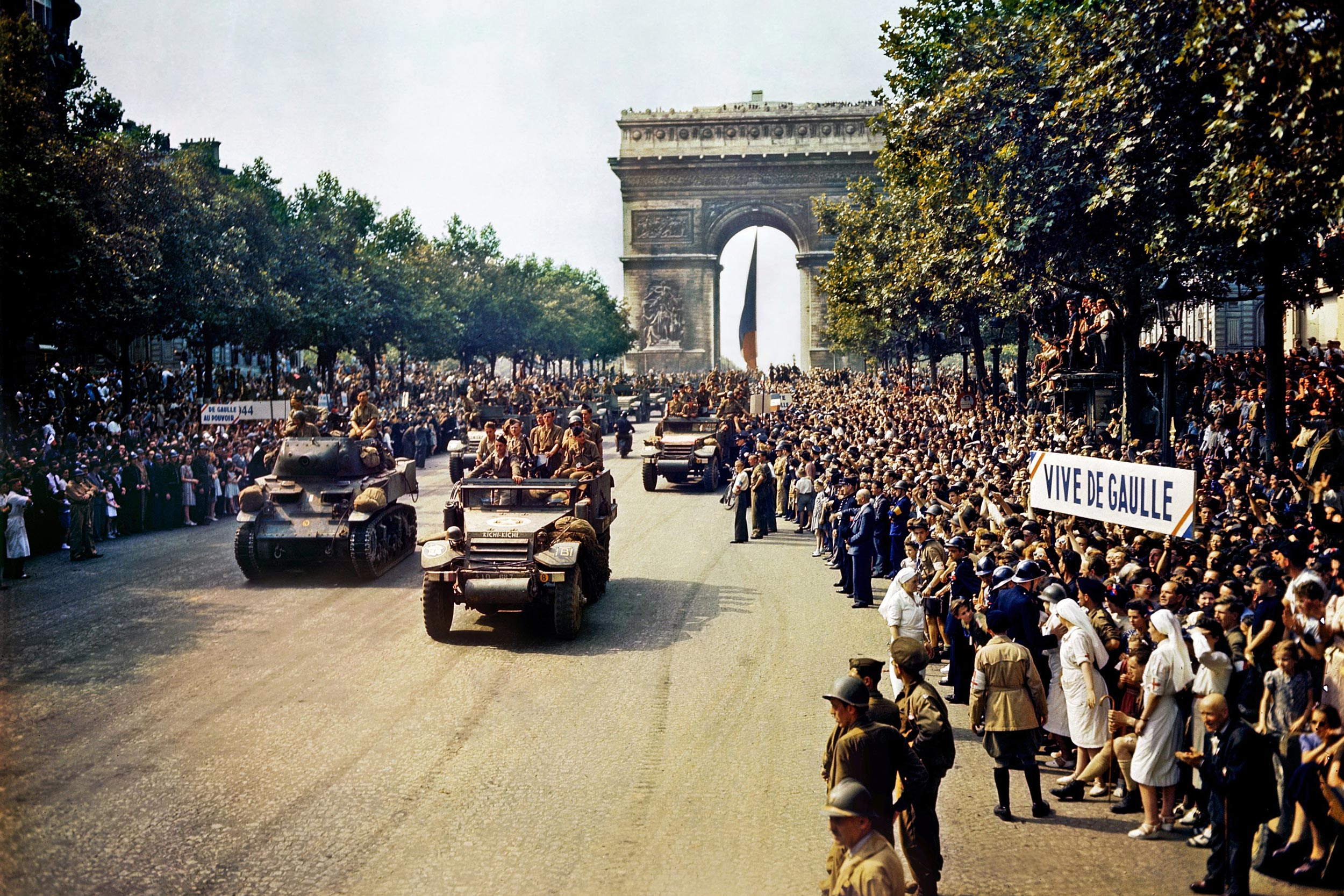 Crowds line the Champs-Elysees in Paris as French forces retake the city. (Photo: public domain)