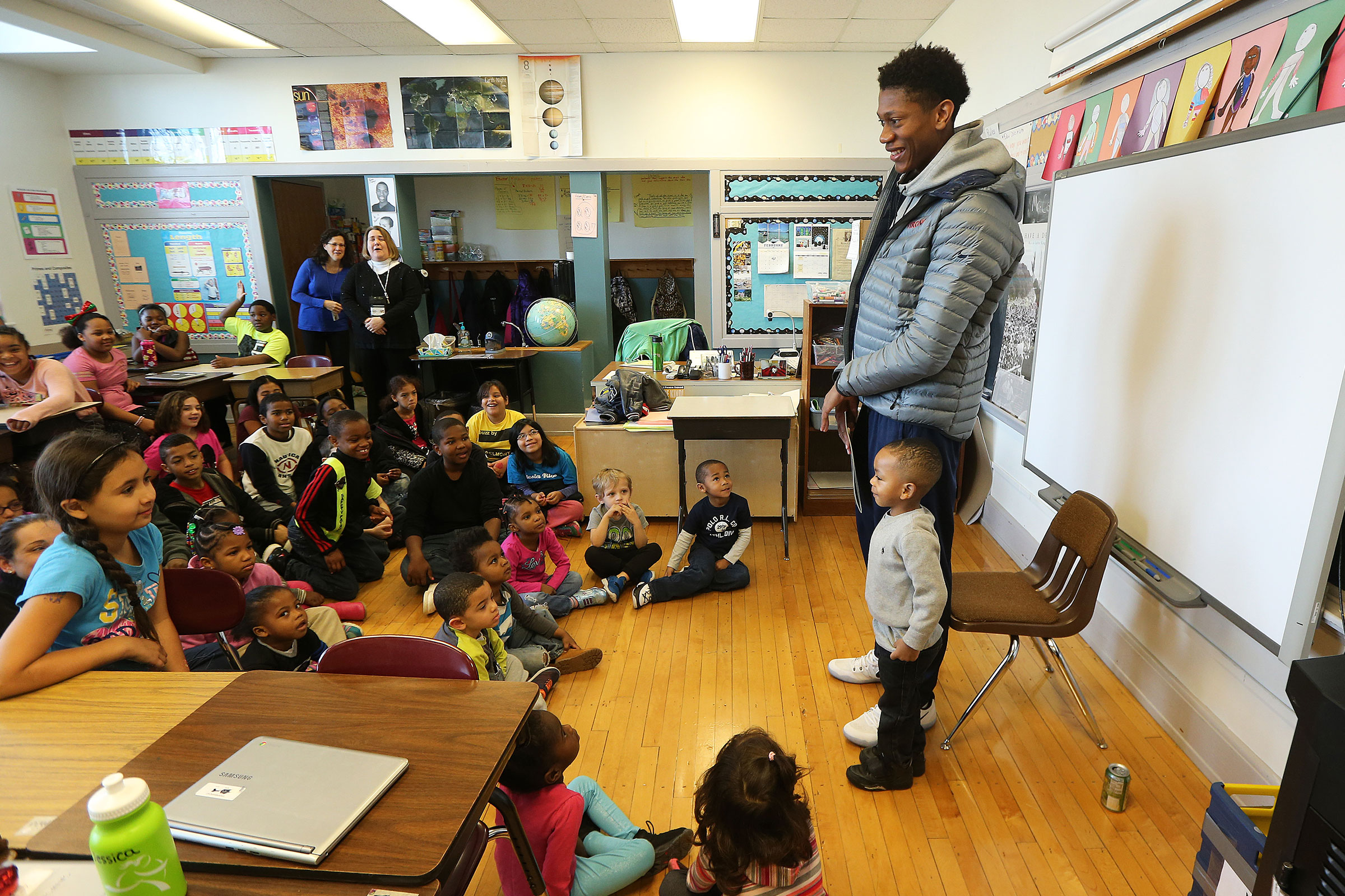 Basketball star DeAndre Hunter – who is making a big impact after injury kept him out of last year's NCAA Tournament – didn't let the height difference stop him from entertaining these elementary schoolers.
