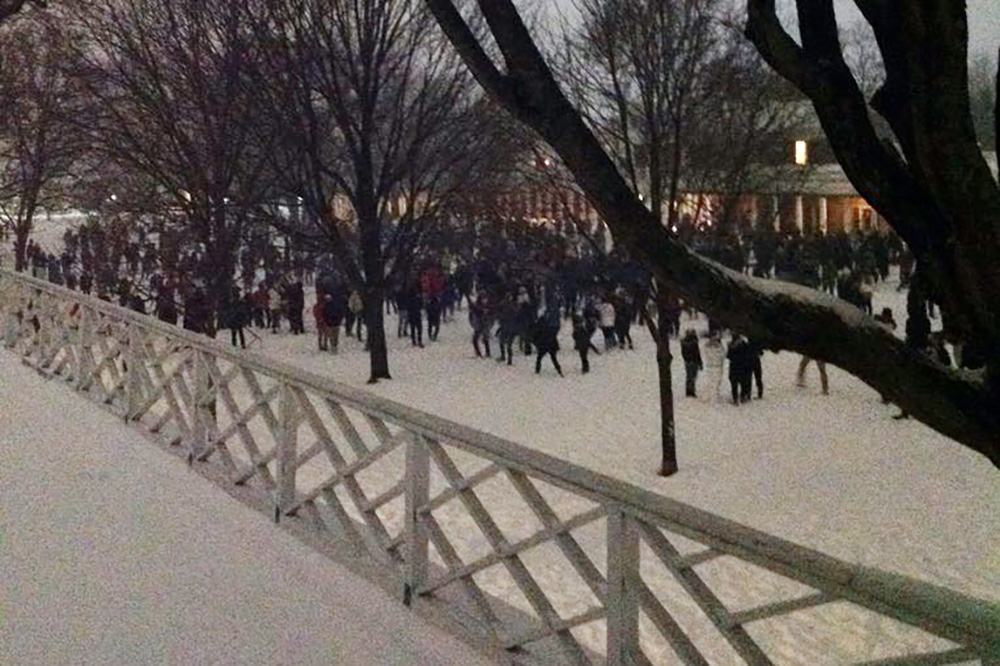 Students had a snowball fight on the Lawn late Friday. (Image by Larry Sabato on Twitter, @LarrySabato)