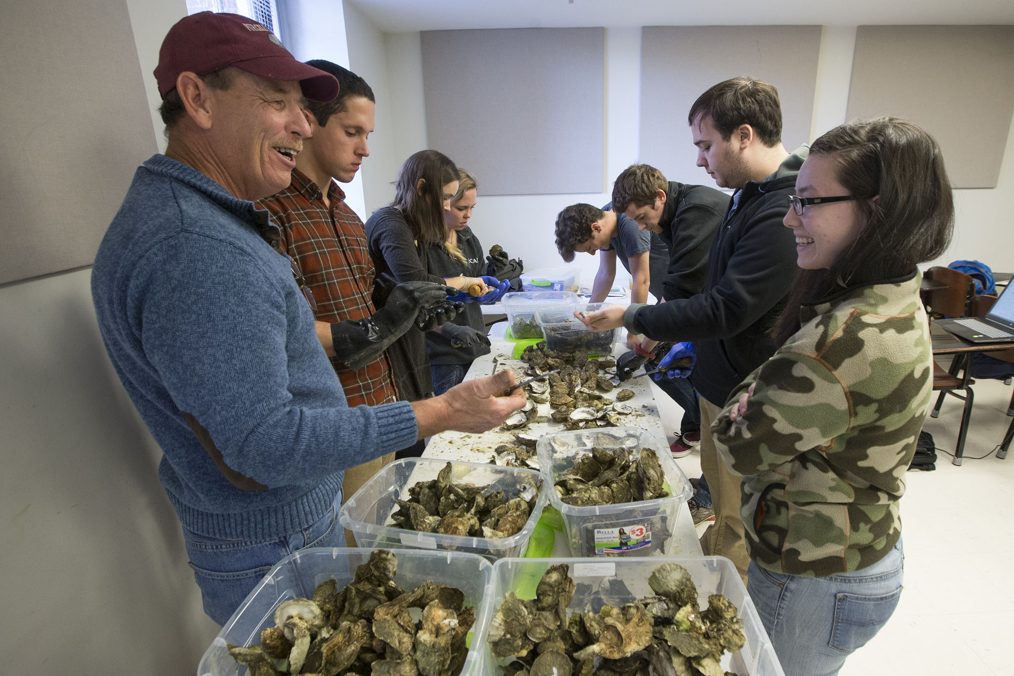 Waterman Philip Shahan discusses oysters with student Kristen Eppard.