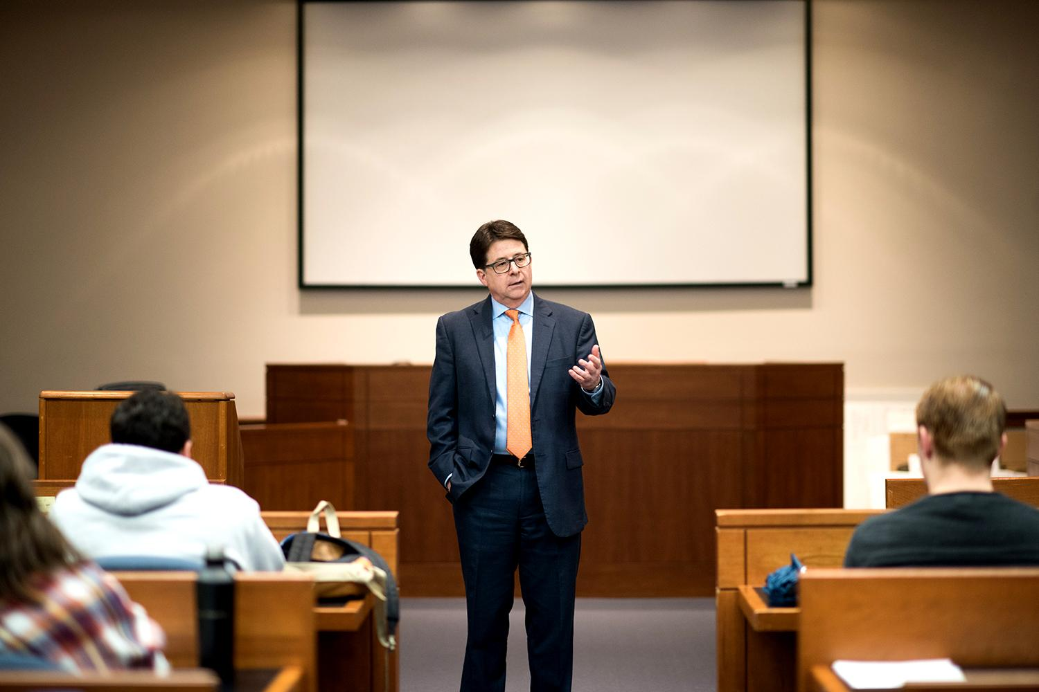 """Dean Strang of """"Making a Murderer"""" shares with law students the value of storytelling. (Photo by Jesus Pino, UVA School of Law)"""