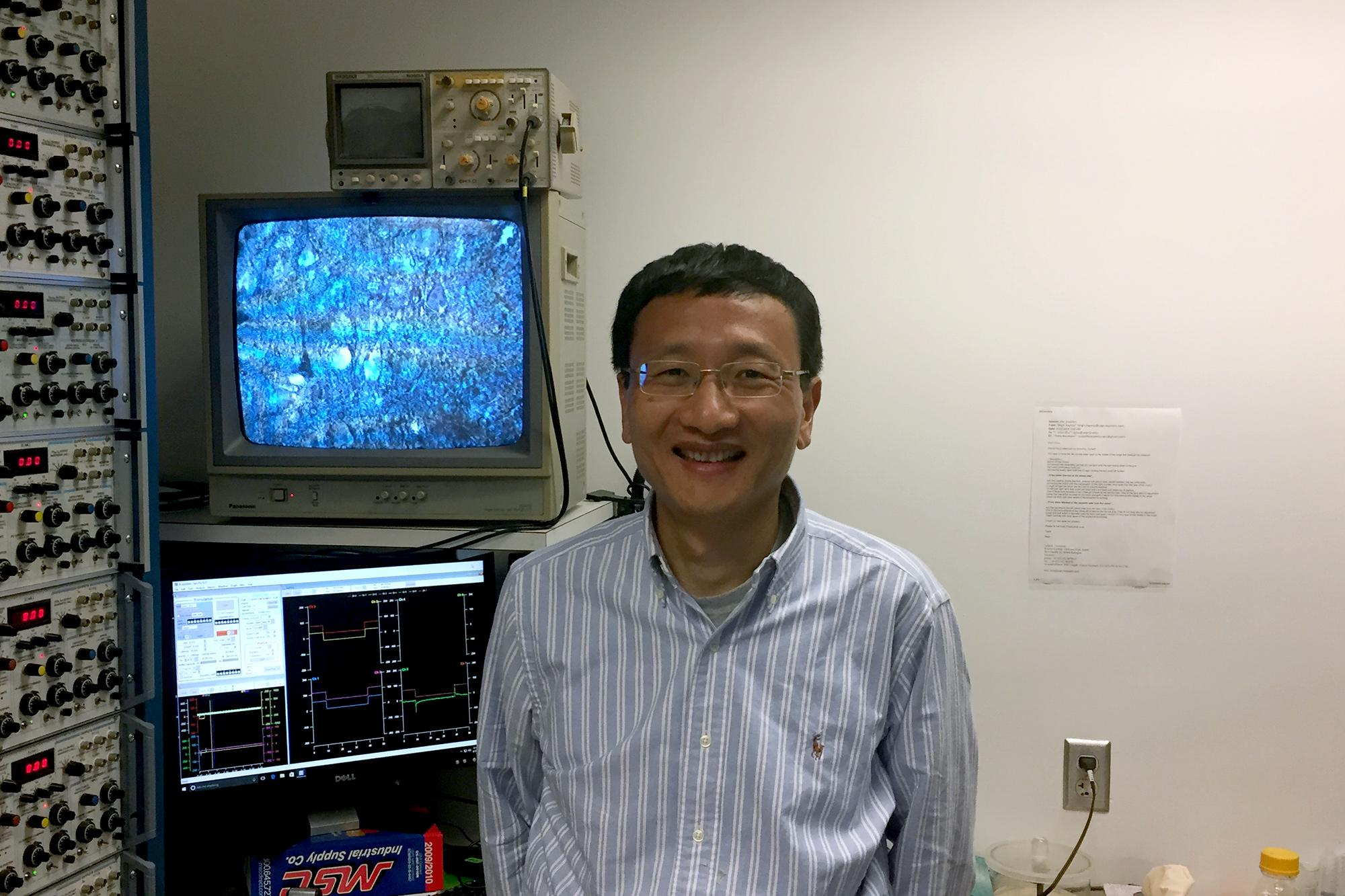 Associate Professor of Pharmacology J. Julius Zhu led the team that created the new technique.
