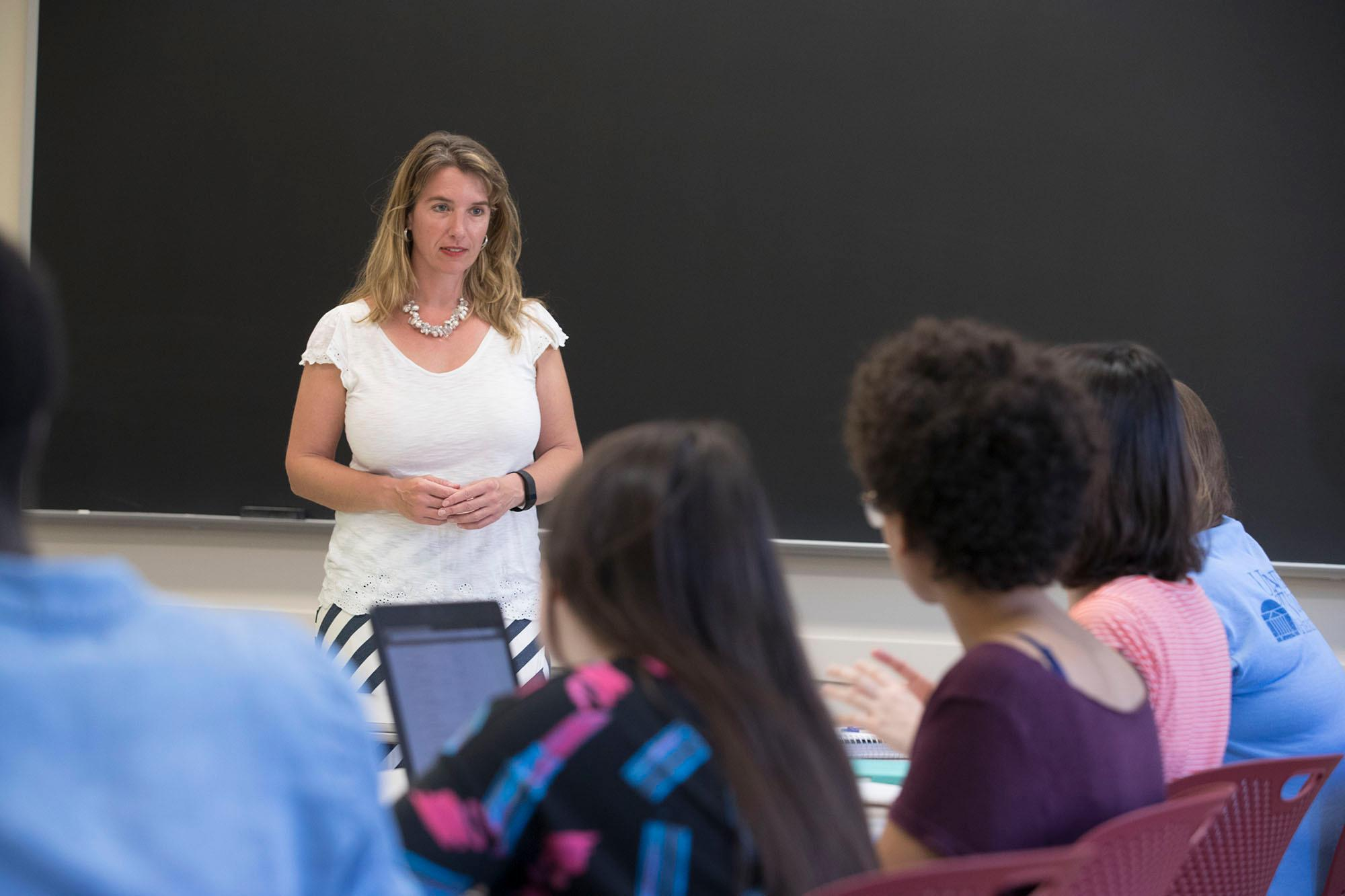 """Kate Stephenson is teaching student volunteers how to use their writing to enhance their experience in the seminar, """"Words Matter: Writing, Leadership and Community Engagement."""""""