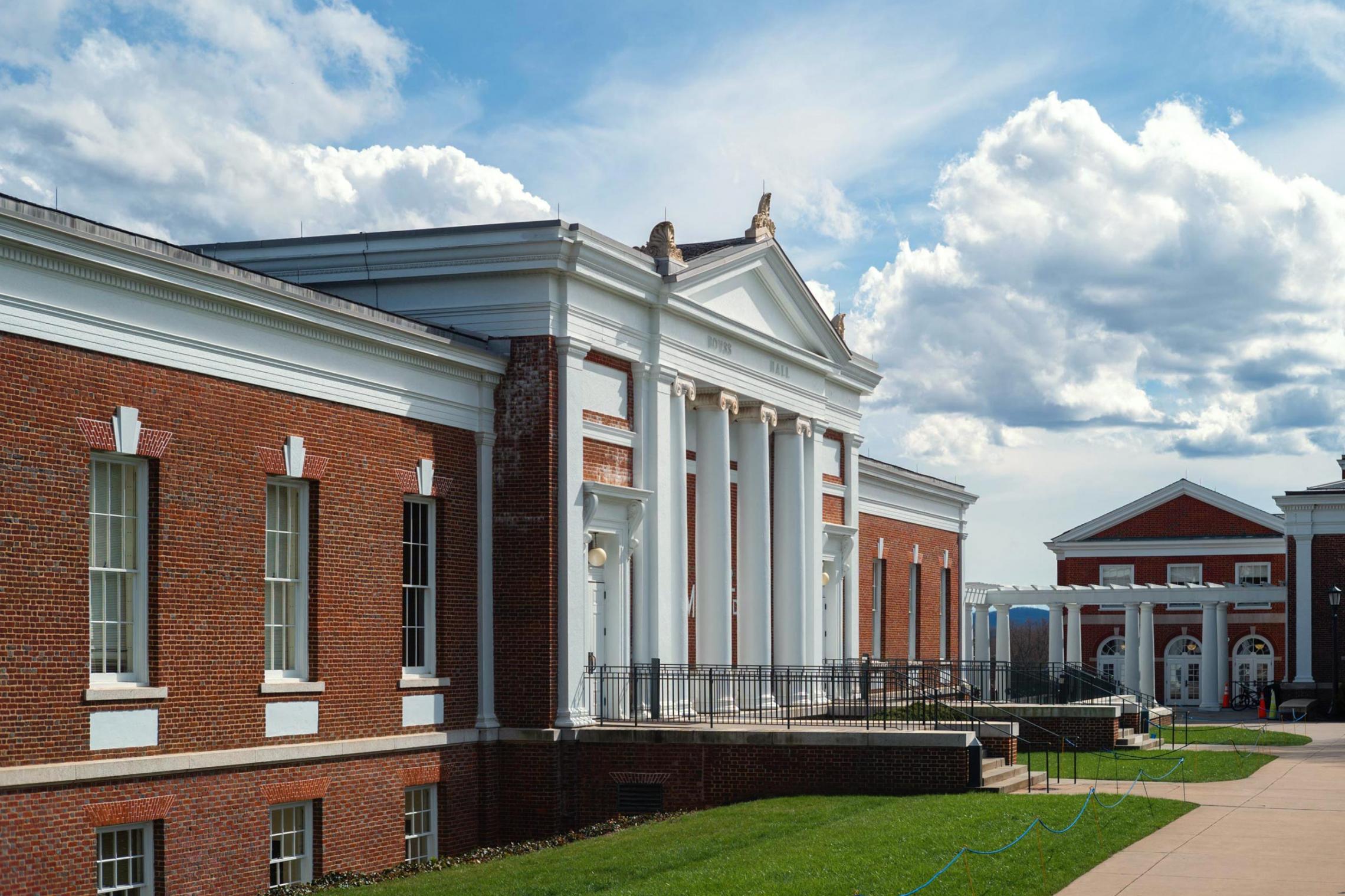 Alumnus Donates $5 Million to Establish Alternative Investing Professorship Fund