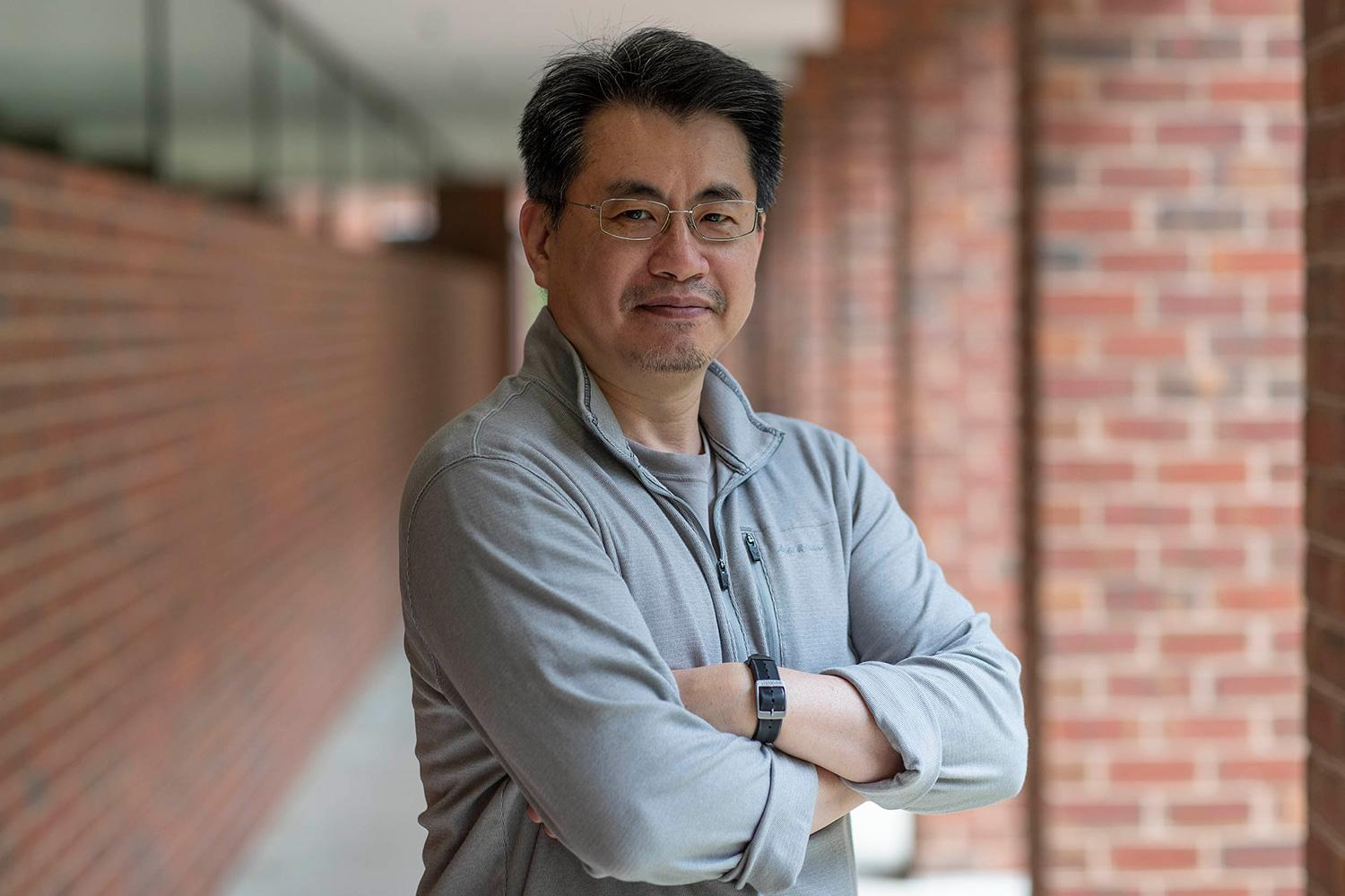 Curry School professor Robert Tai is seeking ways to engage and sustain young students' early interest in science.