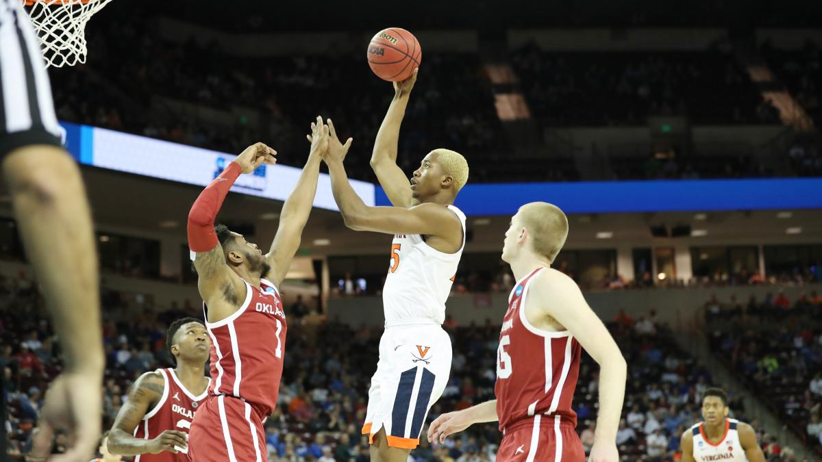 Mamadi Diakite rises above Oklahoma players during Virginia's 63-51 winning game in the Round of 32.