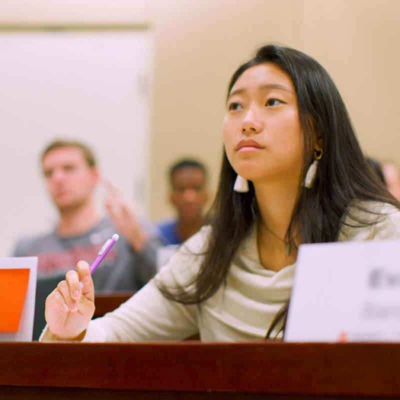Joanne Lee Helps Give First-Gen Students Their First Look at UVA