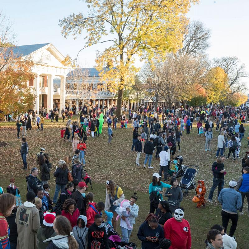 Halloween On The Lawn 2020 Uva Photos: Relive UVA's 2019 Trick or Treating on the Lawn | UVA Today