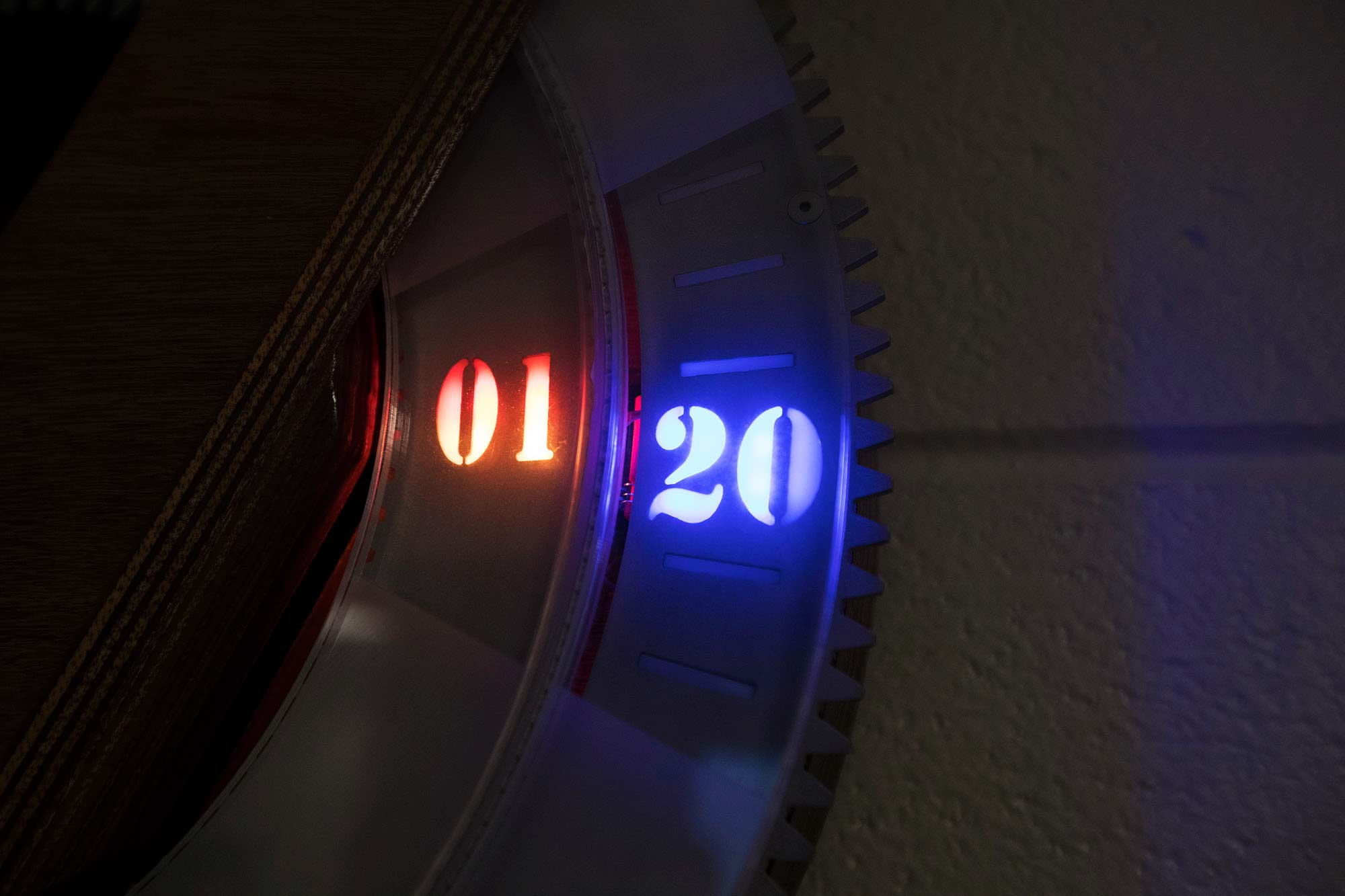 Close up of the clock displaying the time 1:20.