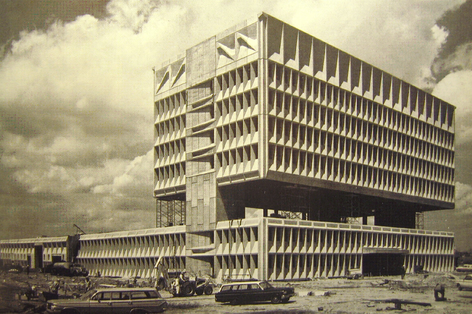 Breuer later designed and built the Pirelli Tire Company headquarters, which shared many similarities with his design for UVA.  (Source: Imgur)