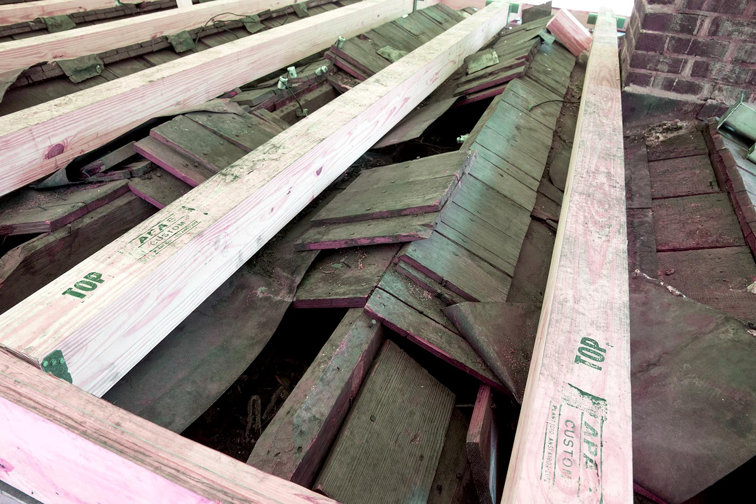 Thomas Jefferson designed serrated roofs with overlapping boards and metal valleys to channel the water.